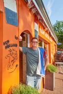 Oranjekoorts tijdens het WK voor vrouwen. Boet van Dijk voor cafe Boetje te Geffen. Fotograaf: Van Assendelft/Jeroen Appels