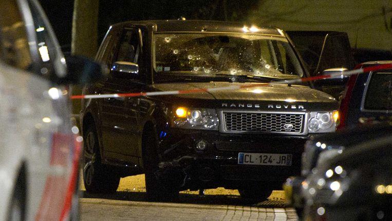 In de zwarte Range Rover die in de Staatsliedenbuurt in Amsterdam onder vuur werd genomen, zaten naast de twee dodelijke slachtoffers meerdere personen. Beeld anp