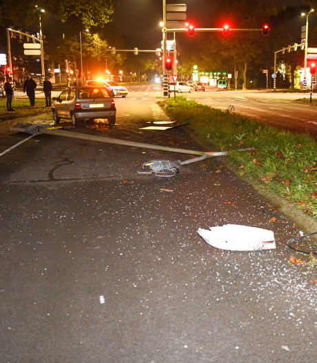 Spookrijder rijdt langs ongeval in Alphen