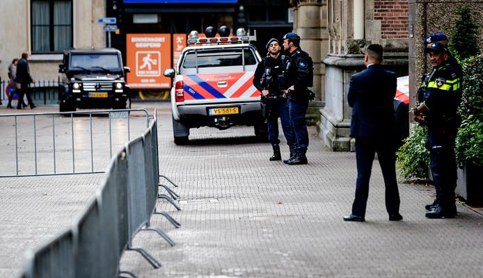 Beveiligingsmaatregelen rondom het Binnenhof en Paleis Noordeinde voorafgaand aan Prinsjesdag.