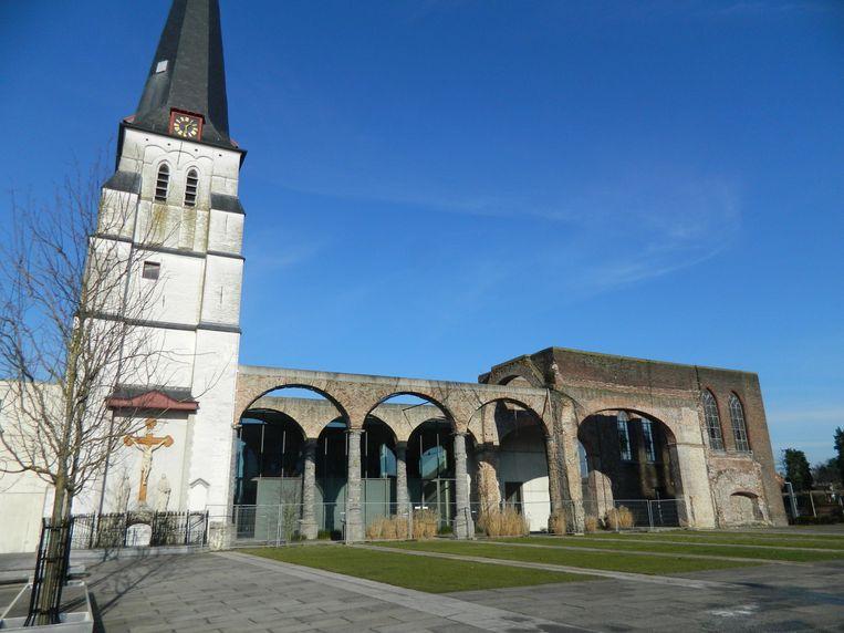 Een archiefbeeld van de kerk van Waarschoot.