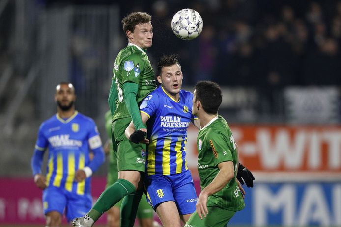 Clint Leemans sprak al met VVV over een rentree in De Koel. De Limburgse concurrent heeft zich nog niet gemeld bij PEC, dat een transfersom verwacht voor de middenvelder die het afgelopen seizoen verhuurde aan RKC.