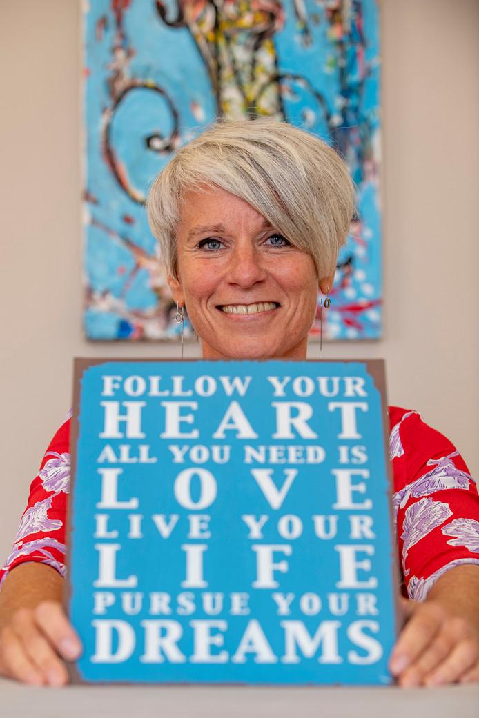 Dominique Krijnen wil mensen helpen los te komen van stress en schadelijke patronen.