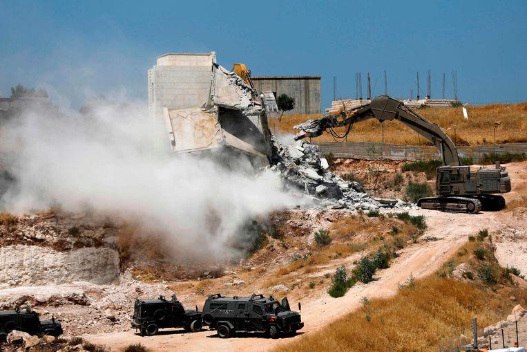 Israëlische troepen haalden gisteren huizen neer in het Palestijnse dorpje Wadi Hummus. Beeld AFP