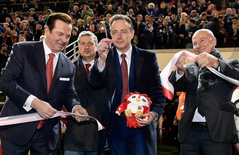 Ghelamco CEO Paul Gheysens, Ludo Van Campenhout, Bart De Wever en Luciano D'Onofrio bij de officiële opening van de vernieuwde Bosuil op 25 november 2017.