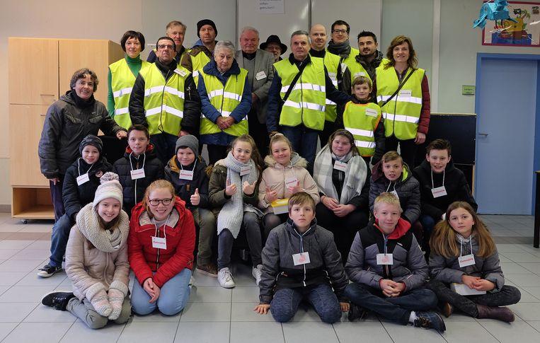De vrijwilligers van de Damiaanactie en de leerlingen.