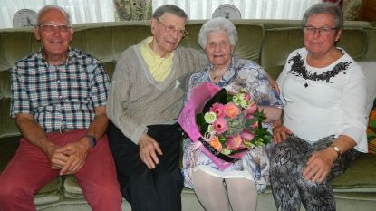 """Etienne (97) en Maria (91) vieren 70 jaar huwelijk: """"Ik had niet meteen touch, maar ben toch blijven proberen"""""""