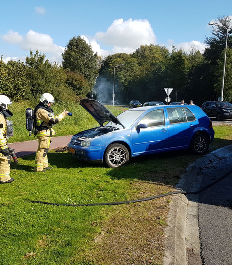 Auto vat vlam op Deurningerstraat in Hengelo