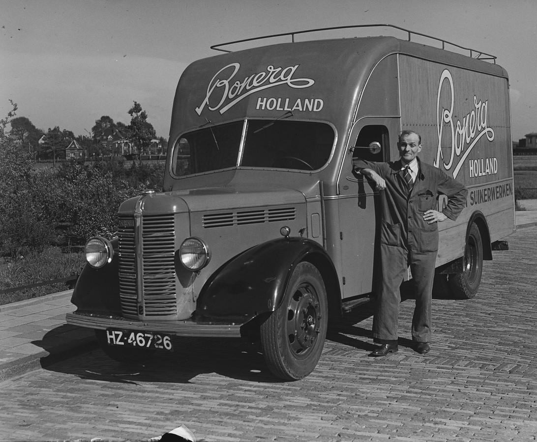 Een vrachtauto van Bonera uit Gouda in 1951.