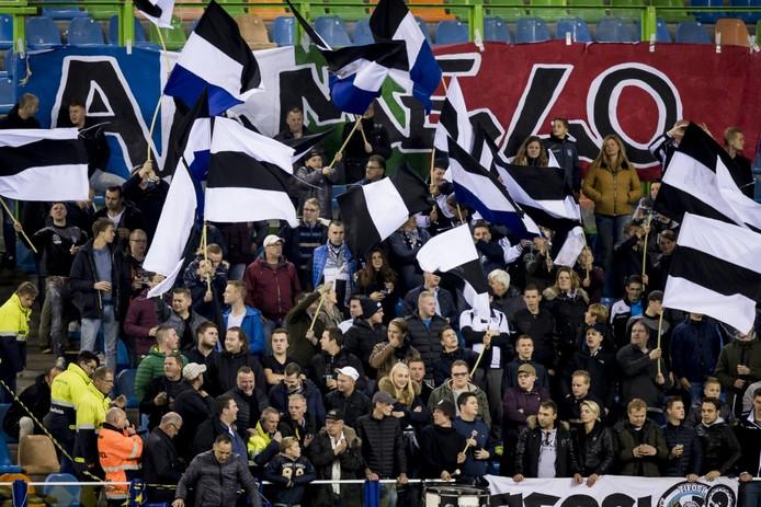 het uitvak met Heracles supporters.