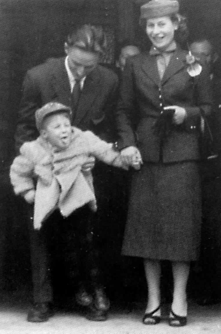 In 1953, met zijn nonkel en tante. Er zat toen al duidelijk heel wat pit in de kleine Arno.
