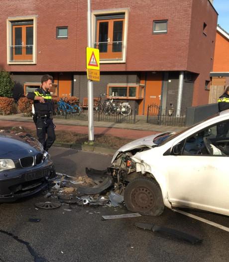 Vrouw gewond na frontale botsing in Rijen