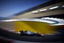 De Mercedes van Hamilton op het Yas Marina Circuit.
