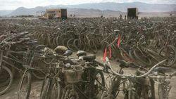 Orkaanslachtoffers krijgen achtergelaten fietsen van Burning Man