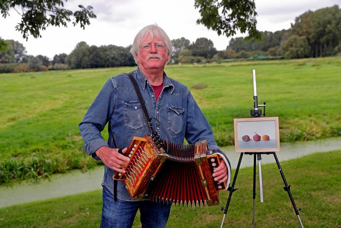 Oud-Rozenburger Rien de Bruin toont werk in de bibliotheek