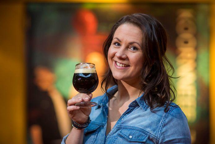 Kim Sonneveld laat Westlanders kennismaken met een aantal speciaalbieren.