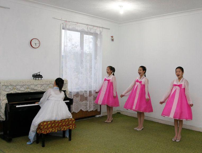 Zangles op een school in Noord-Korea Beeld REUTERS