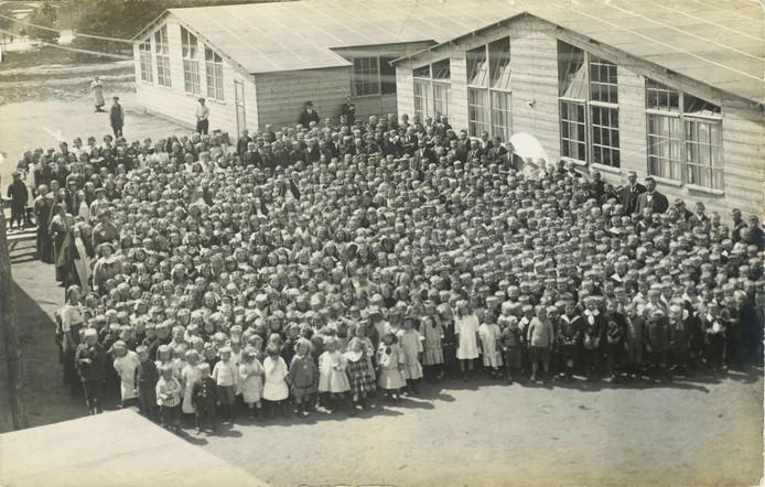 Belgische kinderen, op de vlucht voor de oorlog, vonden in Uden onderdak.