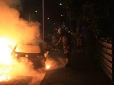 Brand verwoest auto in Zwolle