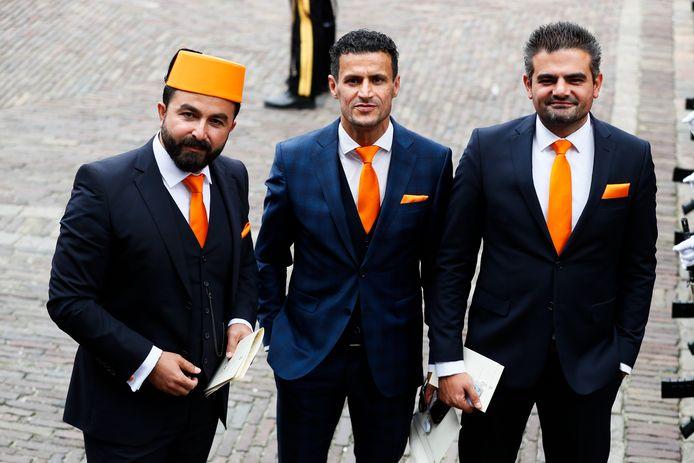 Tweede Kamerleden Selçuk Öztürk, Farid Azarkan en Tunahan Kuzu (van links naar rechts) van Denk arriveren bij de Ridderzaal op Prinsjesdag.