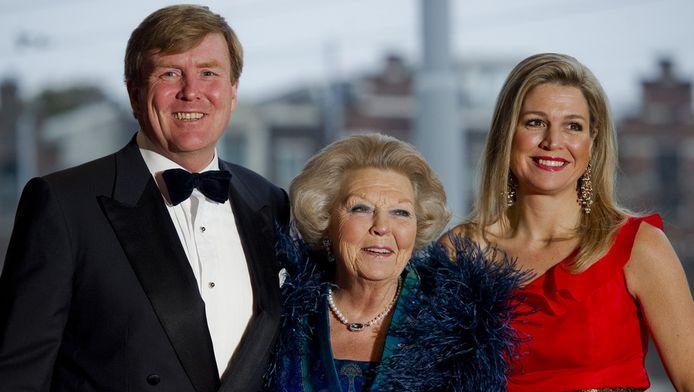 Prins Willem-Alexander, koningin Beatrix en prinses Maxima.