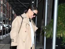 """Katie Holmes adopte le """"split pant"""", le pantalon le plus en vogue pour cet hiver"""