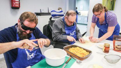 Acteur Tom Audenaert kookt met blinden