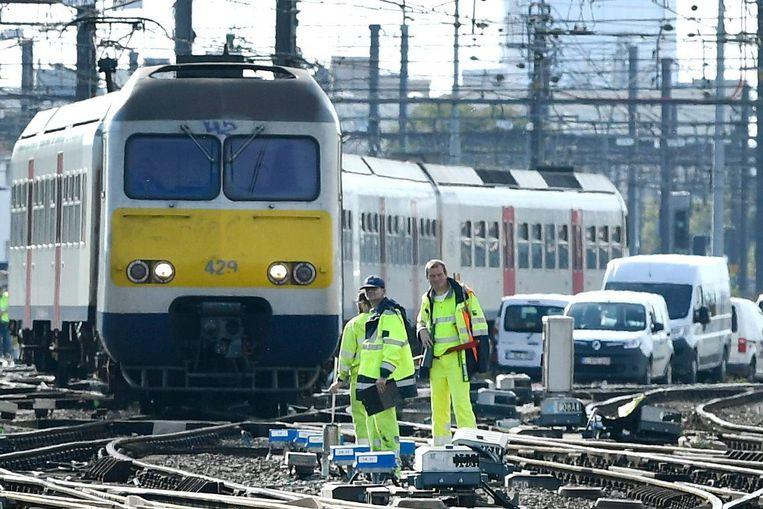De seininrichting bij Brussel-Zuid wordt gemoderniseerd en dat heeft gevolgen voor het treinverkeer.
