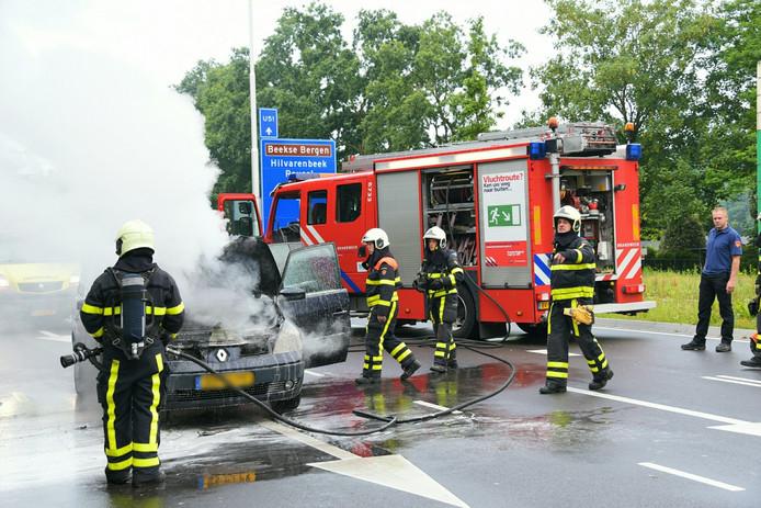 De rijbaan werd afgesloten om de brandweer haar werk te laten doen.