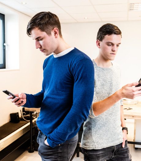 De bedrijfsfilms van Tim (19) en Tom (20) slaan aan, zolderkamer wordt te klein