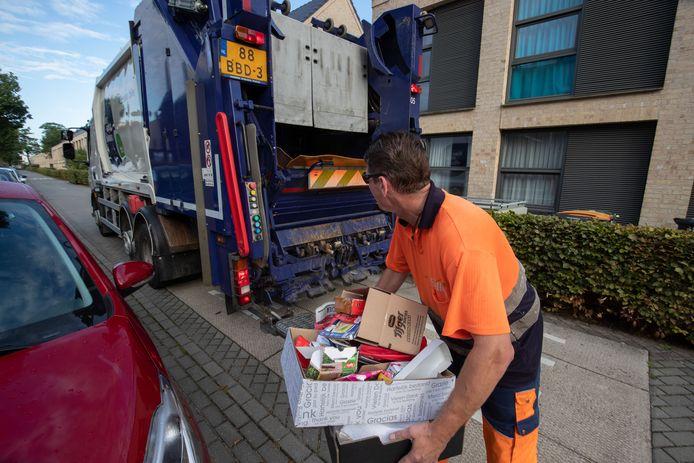 Vuilnisman Harold* uit Deventer is gelukkiger in deze job dan in zijn vorige, toen hij wietteler was.