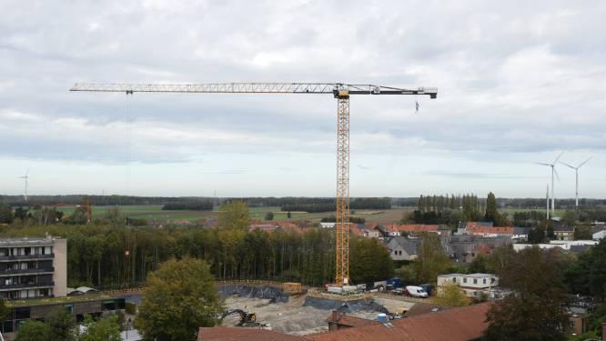 """Bouwbedrijf Vandenbussche koopt 21ste torenkraan: """"Van dit soort maar twee in België in gebruik"""""""