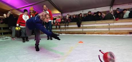 Recordaantal fluitketelschuivers op de ijsbaan in Hoogerheide