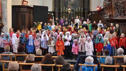 Prachtige Kerstmusical in Sint-Martinuskerk door leerlingen Kwikstaartje