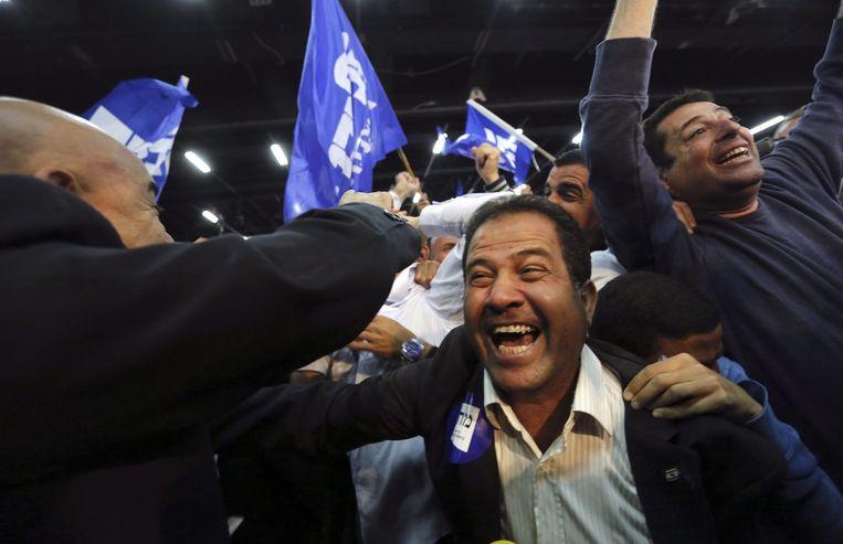 Blijdschap bij Likudaanhangers na het horen van de uitslagen van de exit-polls. Beeld reuters