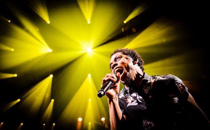Typhoon tijdens een van de concertreeksen van Vrienden van Amstel Live.