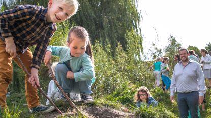 Stad verdeelt 45.000 euro tussen 6 scholen om speelplaatsen te vergroenen