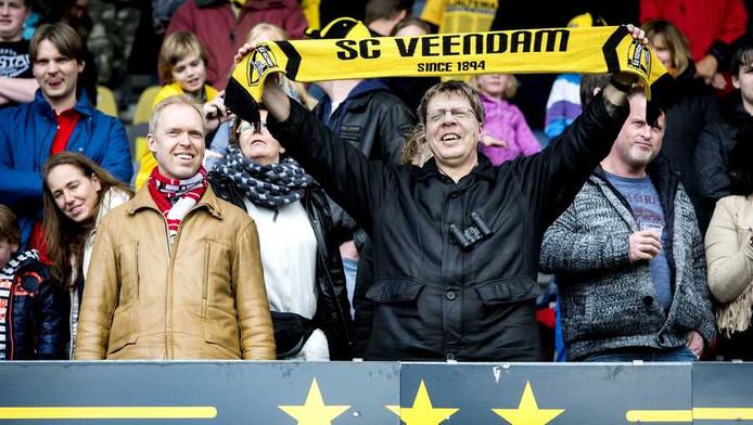 Supporters tijdens een benefietwedstrijd voor Veendam.
