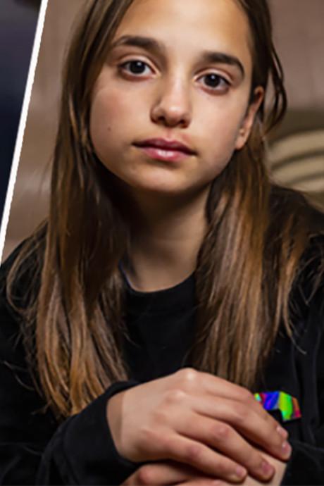 Lindsai (13) zwaar toegetakeld op school terwijl tienermeisjes filmden: 'Ik kon niets'