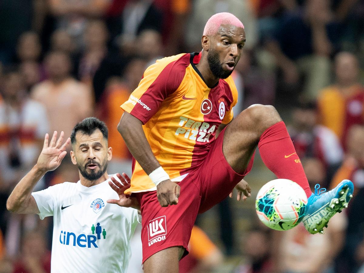 Ryan Babel in actie voor Galatasaray.