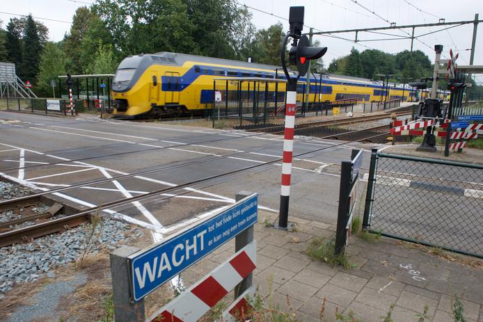 De spoorwegovergang in Wolfheze wordt op 30 maart 2019 opnieuw ingericht en krijgt halverwege een wachtzone met spoorbomen. De voorziene lifttoren op het station is geschrapt.