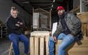 Jongerenwerkers Niels Suter en Roger Neervoort van Younger at Heart in Zutphen