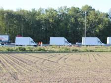 Bizar: drie identieke vrachtauto's botsen op elkaar bij Holten