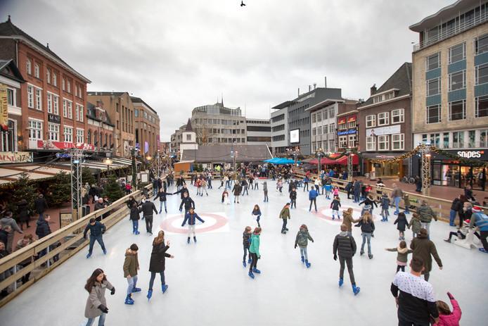 De ijsbaan op de Markt in Eindhoven.