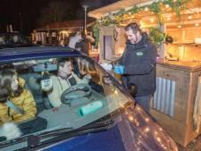 Voor het eerst file in Zeeuws dorp: allemaal in de rij voor hamburgers en pizza