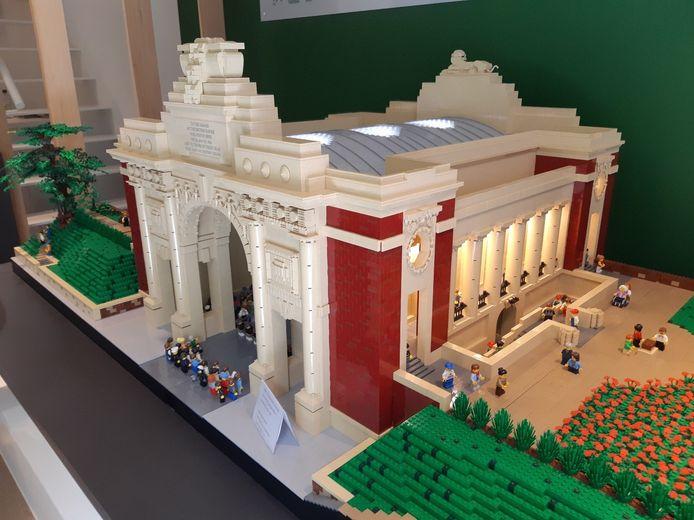 De Menenpoort in LEGO-blokjes is de blikvanger in het vernieuwde informatiecentrum van CWGC in de Menenstraat in Ieper.