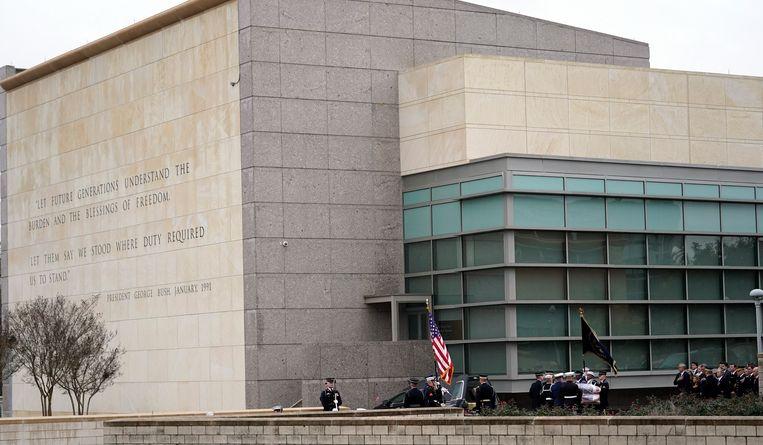 De naar hem vernoemde presidentiële bibliotheek waarbij Bush wordt begraven.