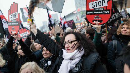 Duizenden Polen op straat tegen wet die abortus van kind met zware beperking verbiedt
