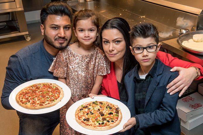 Jaspreet Singh samen met dochter Amber, echtgenote Kimberly Schoups en zoon Ryan bij de allereerste actie in december 2018.