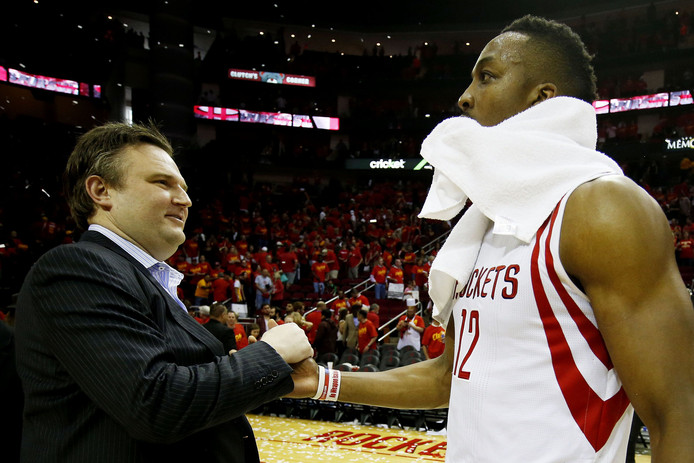 Daryl Morey, general manager van de Houston Rockets, hier op een archieffoto met Dwight Howard (r).
